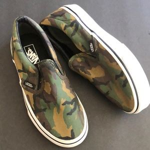 Youth Camo vans size 1.0